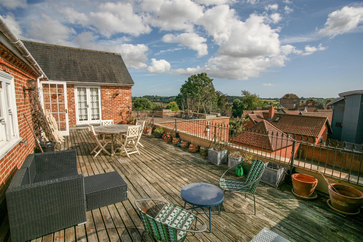 A simply superb grade II listed penthouse apartment within central Woodbridge, offering spacious accommodation, a large, south-facing roof balcony with fantastic views towards the river, allocated parking and no onward...