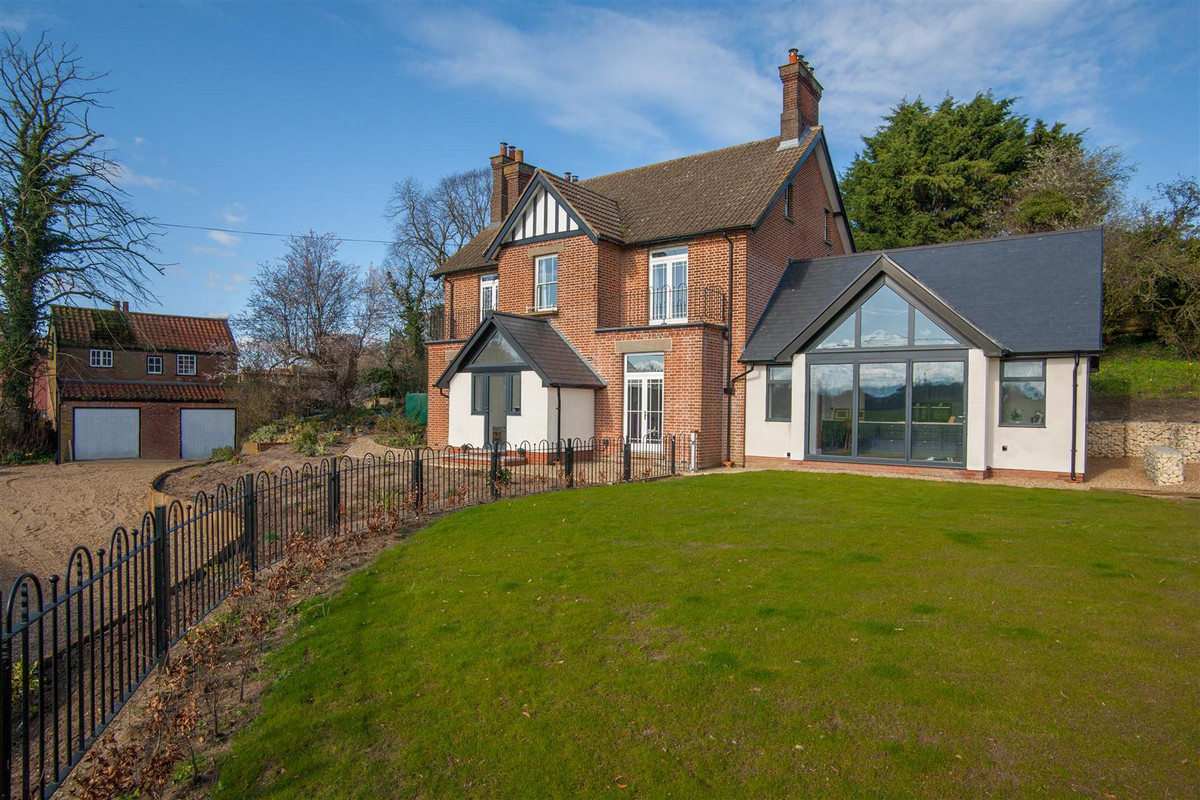 3D Tour available at bit.ly/corpro ... A beautiful detached Edwardian family home occupying an elevated position with a wonderful outlook. The wrap around garden extends to about half an acre and includes a former coach house now used as a double...