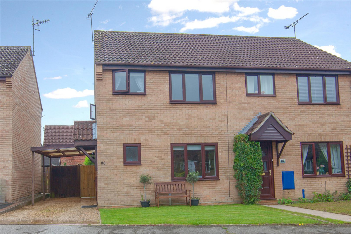 A well presented home in a popular location offering generously proportioned living space in the form of Lounge and kitchen/diner and three bedrooms, two of which are good doubles. There's a car port and driveway, gas central heating and double...