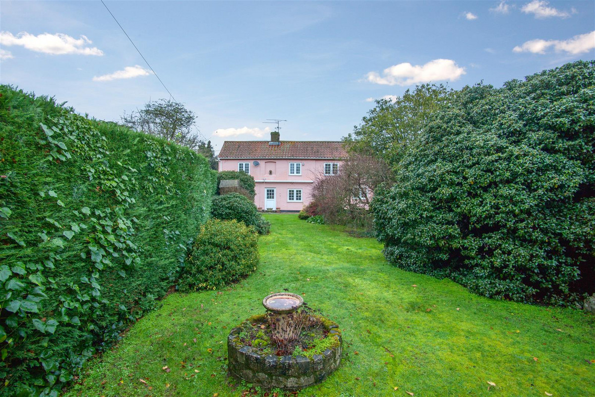 A detached home on the eastern outskirts of Woodbridge offering a generous plot, which could offer potential for a further building plot, (subject to relevant consent), and plenty of opportunity for improvement. The property has flexible accommodation...