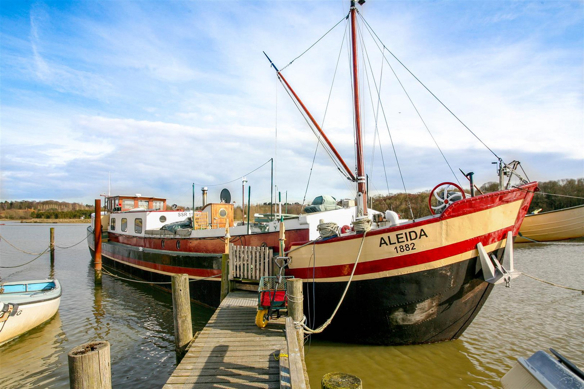 Aleida is a 25 metre Dutch Barge Houseboat conversion on the River Deben, maintained to an exceptional standard. Built in 1882 and having originally served as a sailing barge the boat has a fantastic history and provides a very comfortable lifestyle.