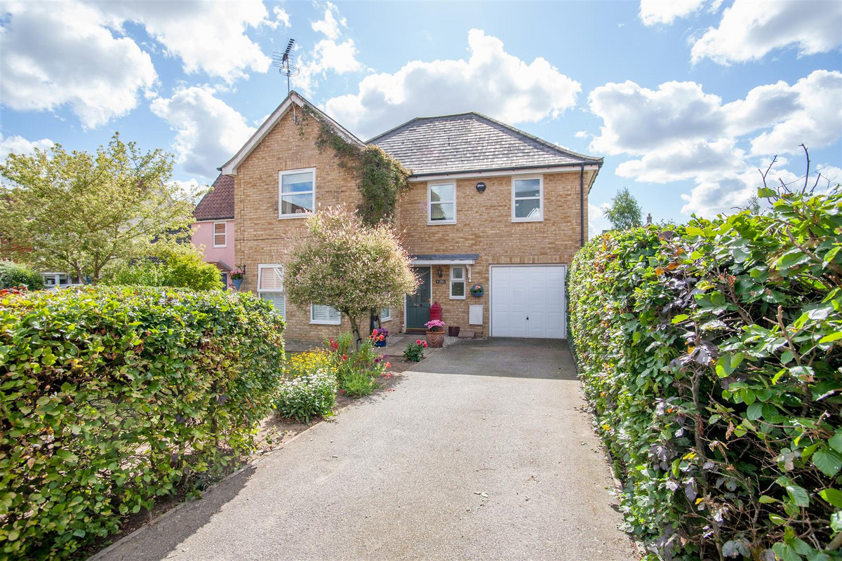 A superb DETACHED house in the popular village of Rendlesham. With spacious accommodation comprising FOUR DOUBLE bedrooms, EN-SUITE, OFF ROAD PARKING and GARAGE and a fantastic south-facing rear garden. This is a beautifully presented home and must...
