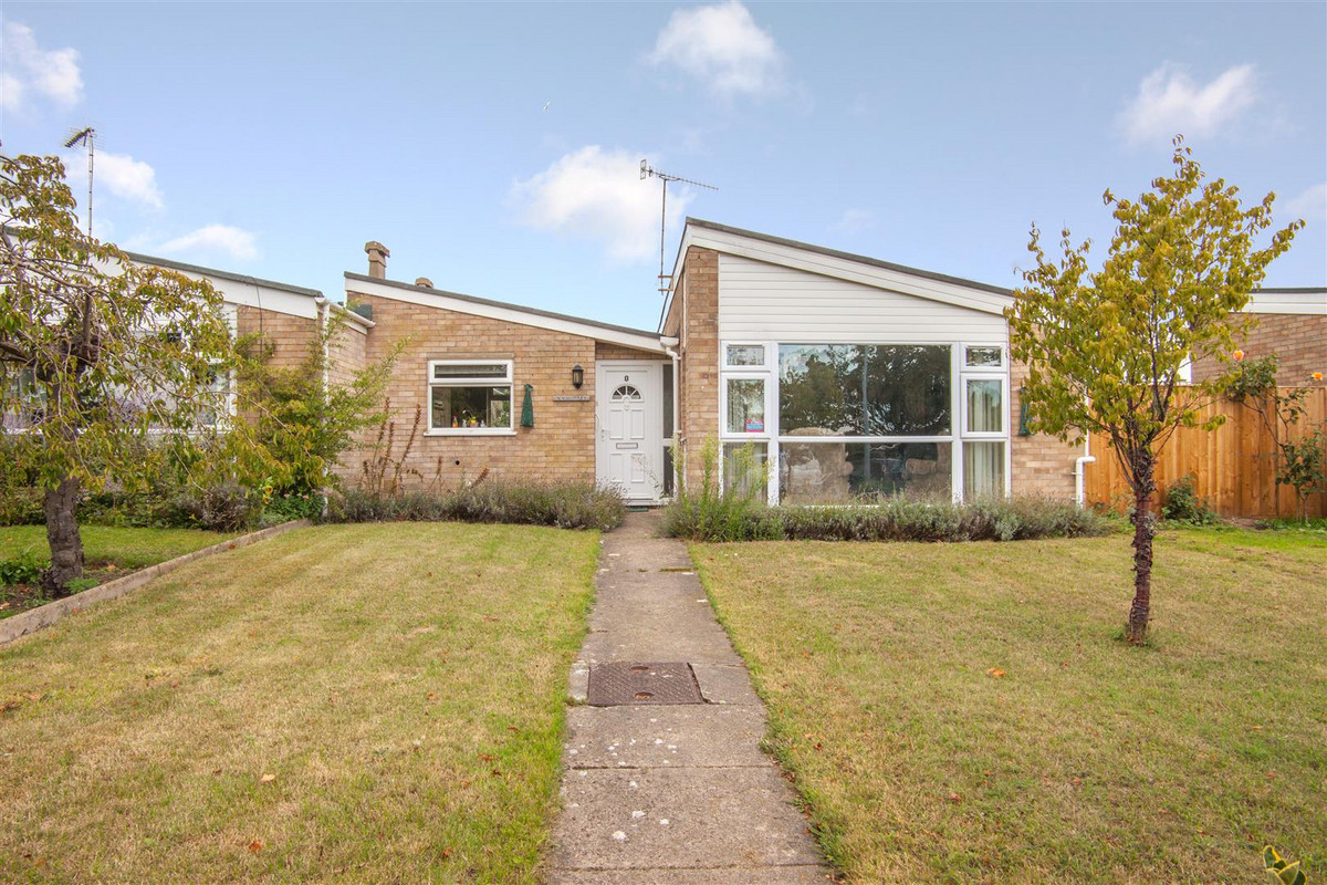 A spacious two bedroom bungalow overlooking Kingston Fields towards the River Deben and a short walk away from Woodbridge Town centre and station.