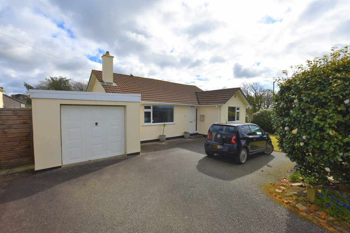 Well Presented Three Bedroom Detached Bungalow With Corner Plot